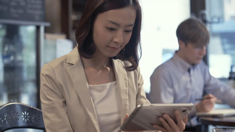 女子 × 8 インチ Windowsタブレット